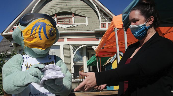 Santa Cruz Warriors mask distribution