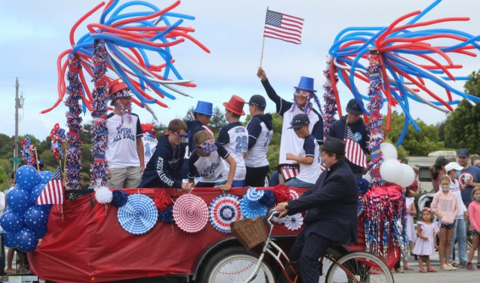 World's Shortest Parade